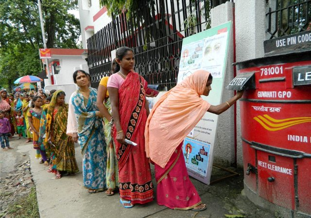 How are the upcoming gadgets affecting the postmen in the modern India ?