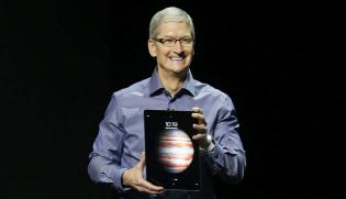 Modi Invites Apple CEO To Set Up Manufacturing Base In India