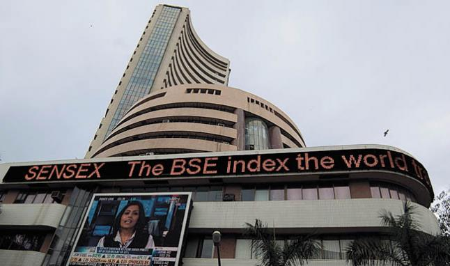 Indian Stocks Plunge As Investors Sell Before US Rate Cues
